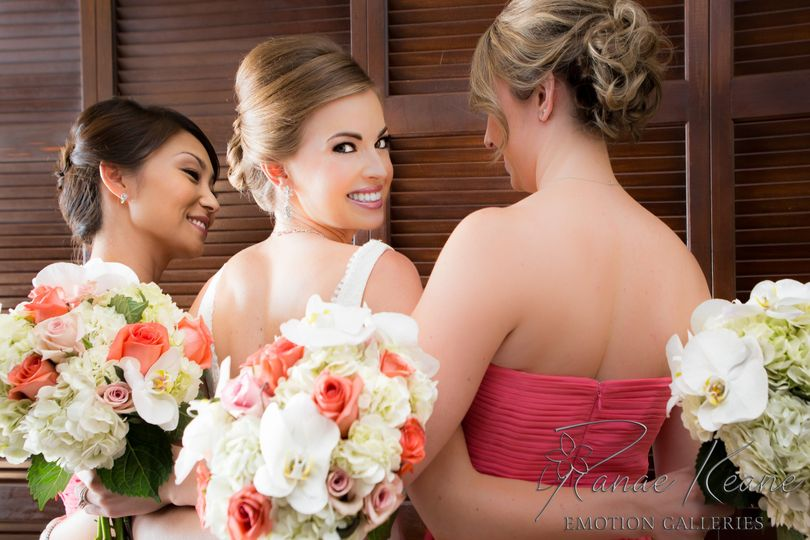bridesbridesmaidswithbouquets