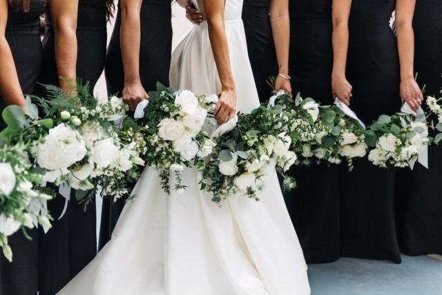 Classic white, green wedding