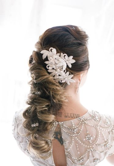 Bridal hair and floral notes