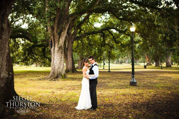 Kimen & Larry pause in Audubon park during their NOLA rock the dress