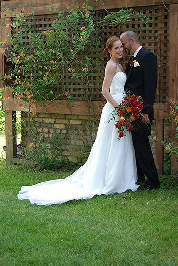 A Whisper Bride and Groom at Garden SquareSpringwood Manor