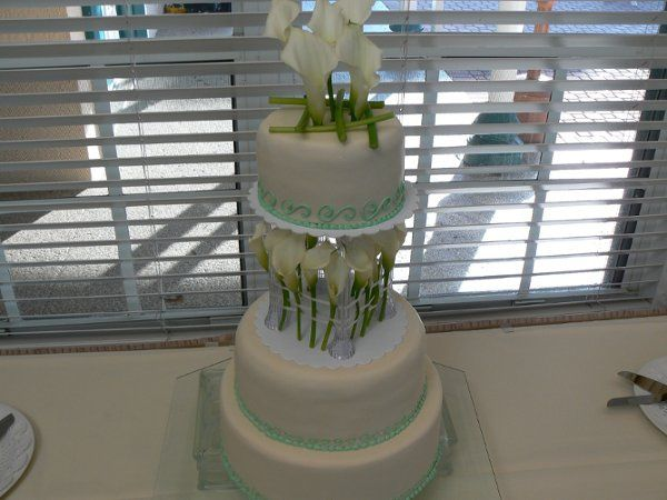 Lilies on a cake with a lifted tier