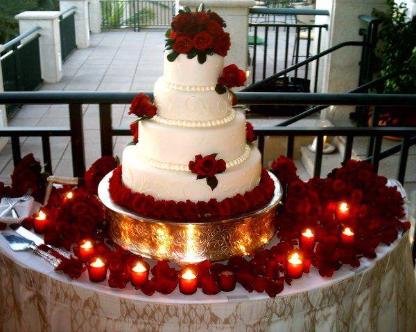 Red roses on an elegant cake