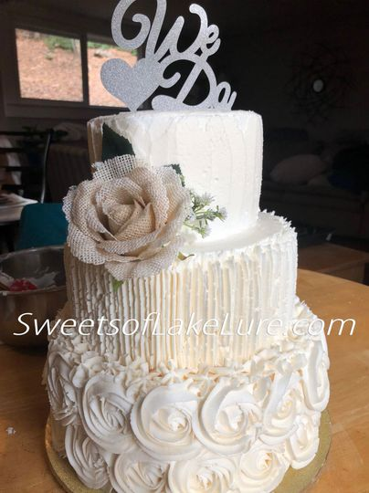 This is an example of our standard Buttercream iced cake. These can be made with any Buttercream...