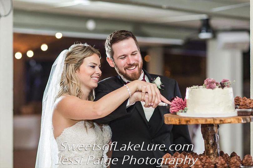 hummell cutting cake 10 dozen cupcakes bride groom 51 990770 v1