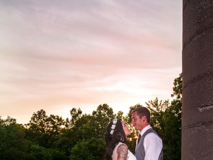 Tmx 1529418978 0a67a394658351a3 1529418976 3cb64f4c3fe781ee 1529418961154 3 215 Jerseyville, Missouri wedding photography