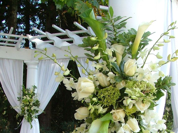 Tmx 1414629403916 Whiteandgreenfloralsprayweddingdecor Selinsgrove, PA wedding florist