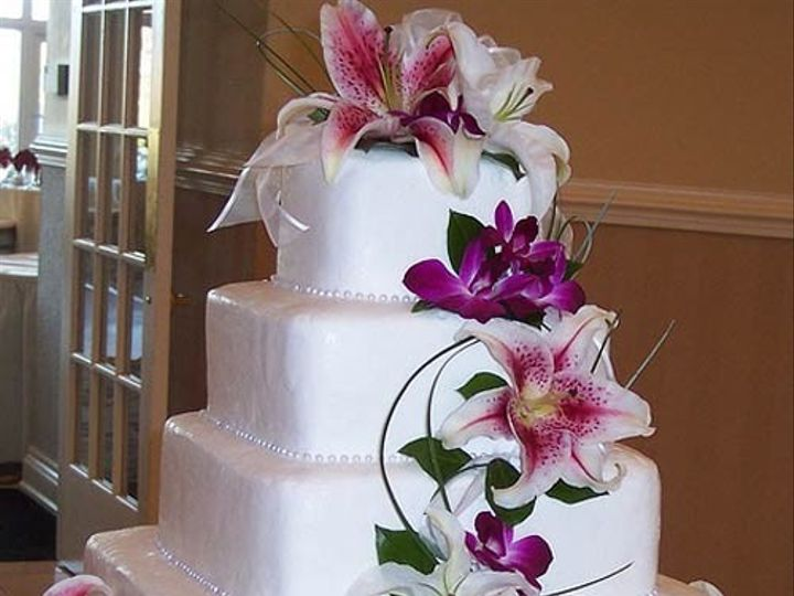 Tmx 1414629512566 Square Wedding Cakes With Flowers Photo 6 Selinsgrove, PA wedding florist
