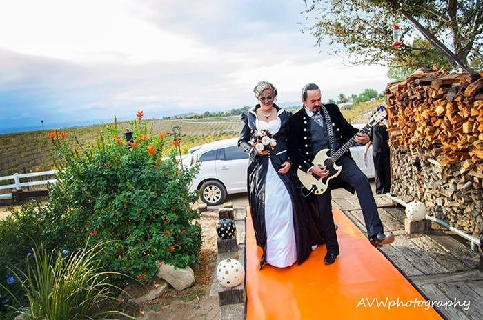 Bride with guitarist