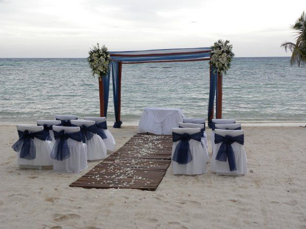 800x800 1320245426871 bluebeachwedding