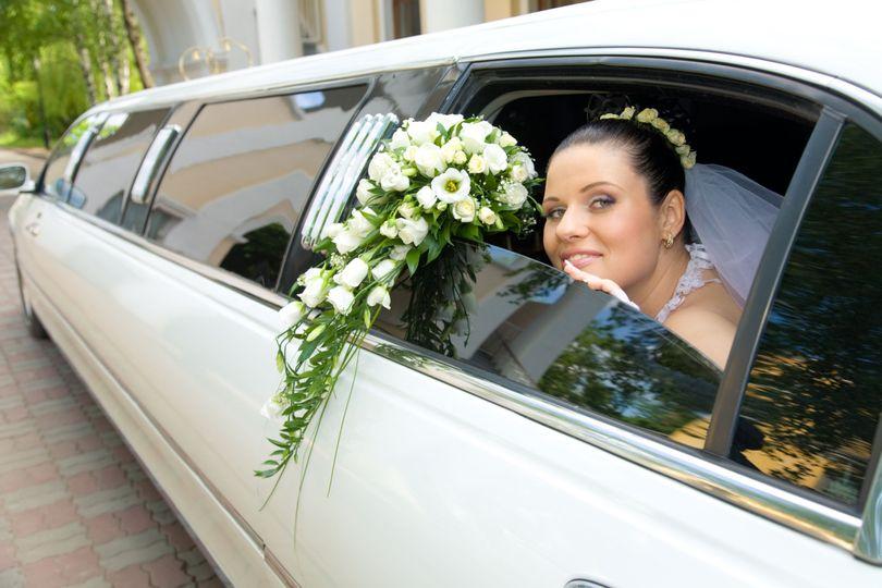 4aba098cb09c4760 Bride Limo
