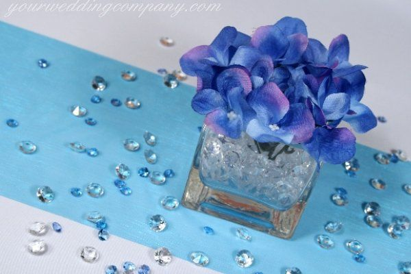 Hydrangea centerpiece with blue and clear diamond confetti table scatters.