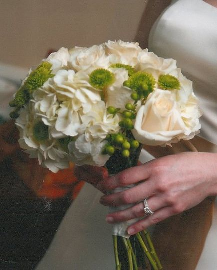 Ivory roses with green buttons & ivory hydrangeas