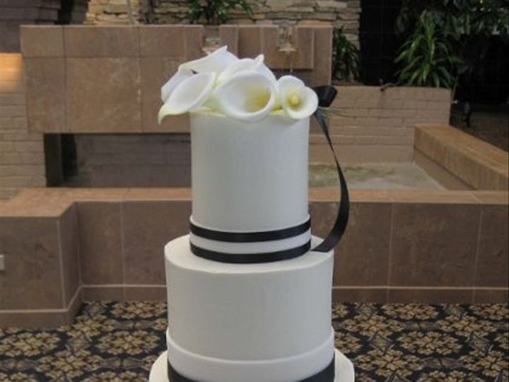 Tmx 1264001675898 BlackandWhiteCallaLilyCake Lancaster wedding cake