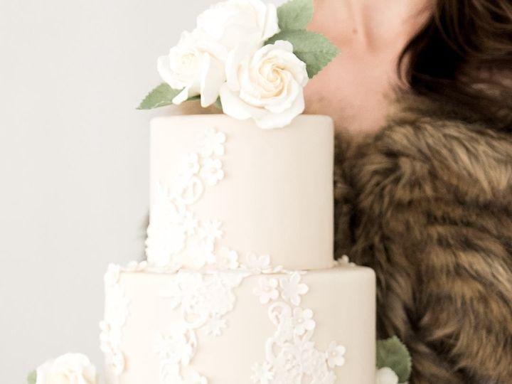 Tmx 1527278590 8b816678ed568c64 1527278589 C94adcc4f3c96406 1527278601147 12 Lace Lancaster, PA wedding cake