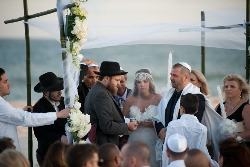 Jewish wedding on beach in Southhampton