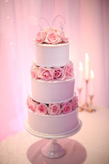 Stacked cake with roses