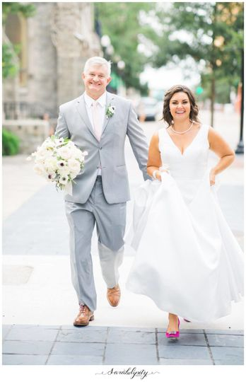 Wedding walk | Photo: sarahdipity photos