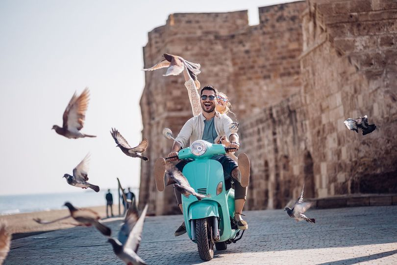 italy couple on motorcycle with birds 1500x1000 51 4080 159344538694131