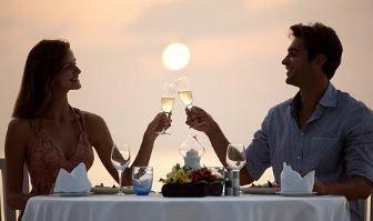 couple eatting at sunset