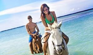 couples horseback riding