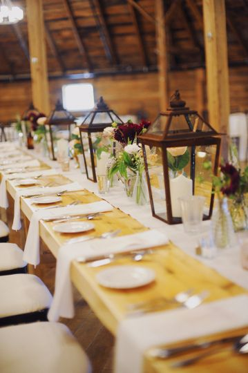 Table setting and lantern centerpieces