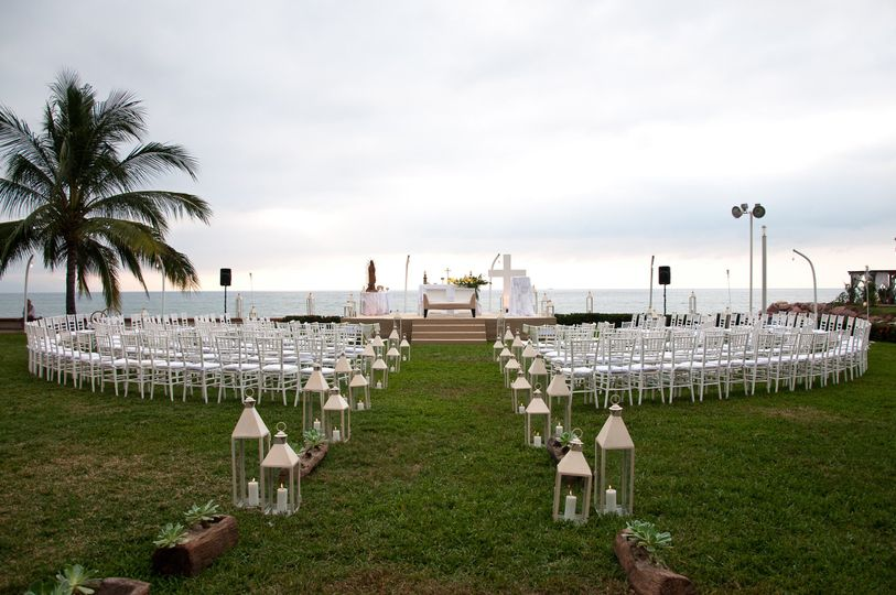 A simple ceremony setup