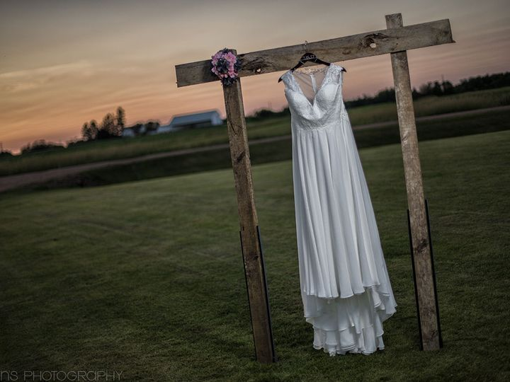 Tmx 1516122403 Aedf3daafafc6967 1516122402 Cf4646a3823f3a2d 1516122399131 13 R J Dress SneakPe Watertown, WI wedding photography