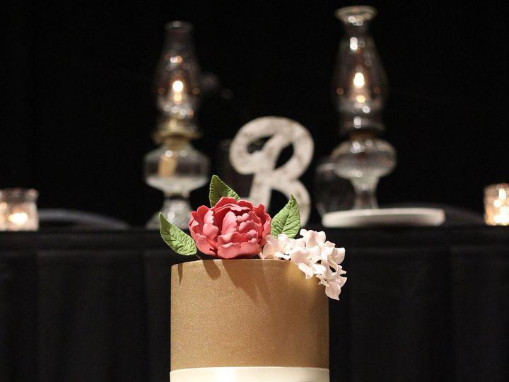 Tmx 1519310737 C3621cb31f7bd78a 1519310735 F367cb9ea32a9c2c 1519310734643 1 IMG 2073 Copy Bettendorf, IA wedding cake