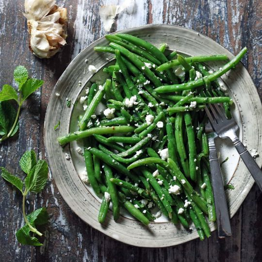 Side / roasted garlic, feta and mint green beans