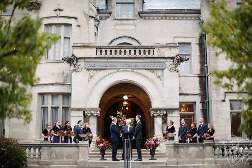 Mansion front lawn ceremony
