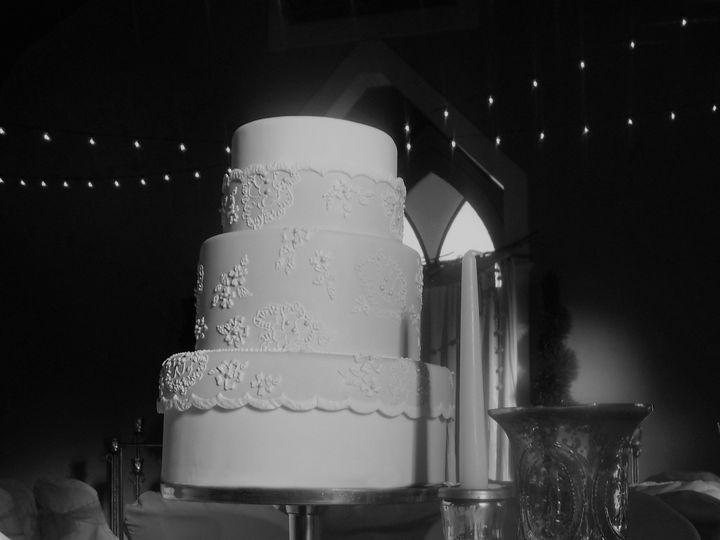 Tmx 1420221499179 Dsc03434 Cropped Bw Blue Springs wedding cake