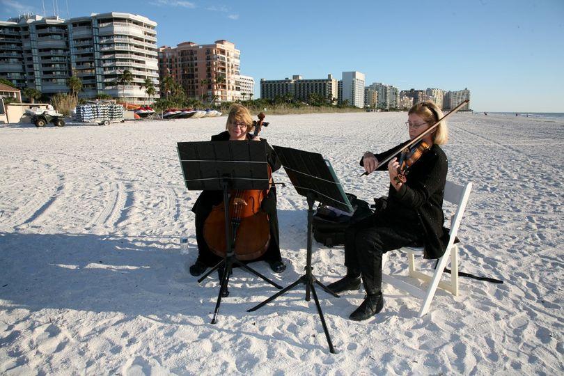 Duo beach performance