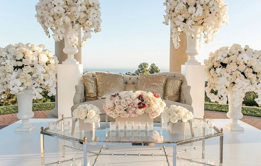 Sweetheart couch