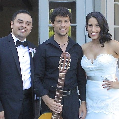Musician with the newlywed couple