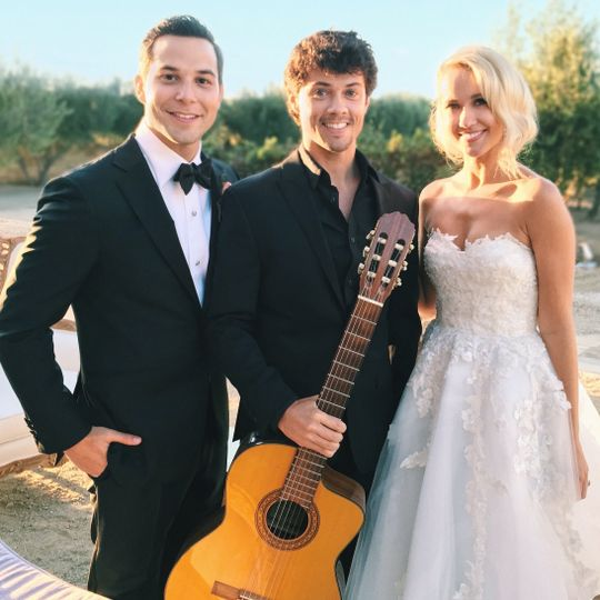 Newlyweds and their wedding musician