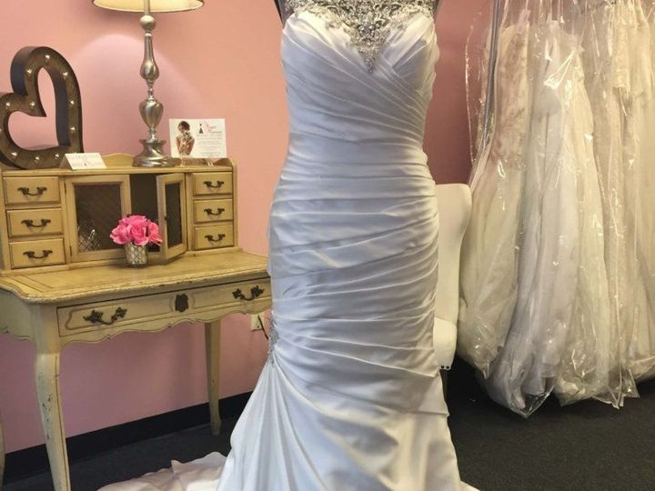 Tmx 1518365095 5b50a181c87ebe15 1518365093 D0cc173d6234a4fa 1518365101370 1 Image1 1 810x810 Allison Park, PA wedding dress