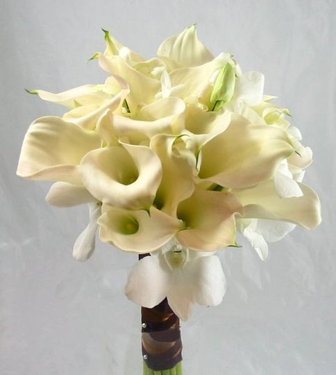 Bouquet of calla lilies and dendrobium orchids