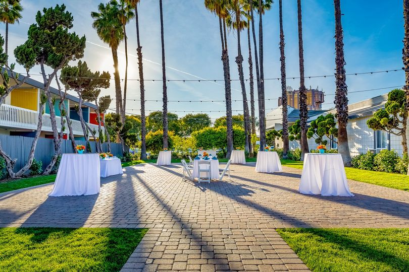 Afternoon outdoor reception