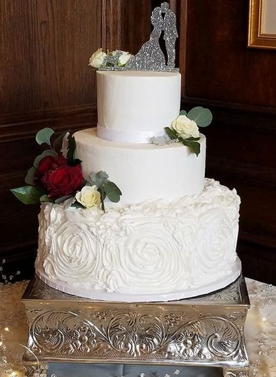 A Beautiful Maine Wedding Cake All Occasion Cakes 32241c0ff9616335 28381262 1778529482178610 1888616243 N