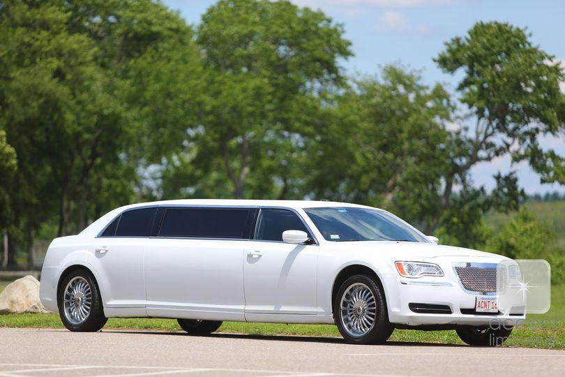 chrysler 300 white limousine ext
