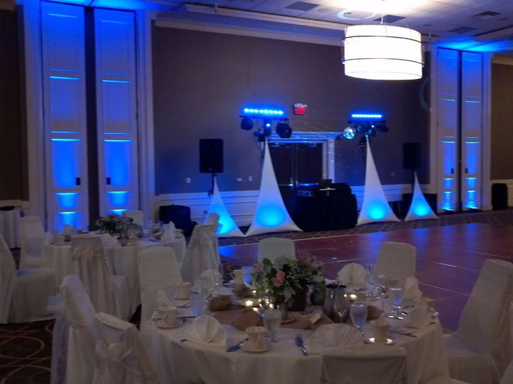 White tables cloths