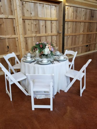 Table set up at The Big White Barn in Decatur Texas