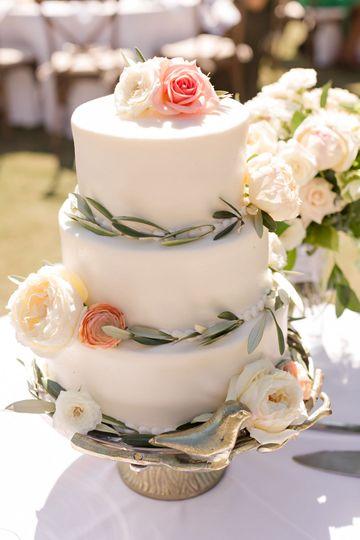 9138de6058088ed0 1531943450 0ef8fedb4ef64415 1531943553963 2 weddng cake anna