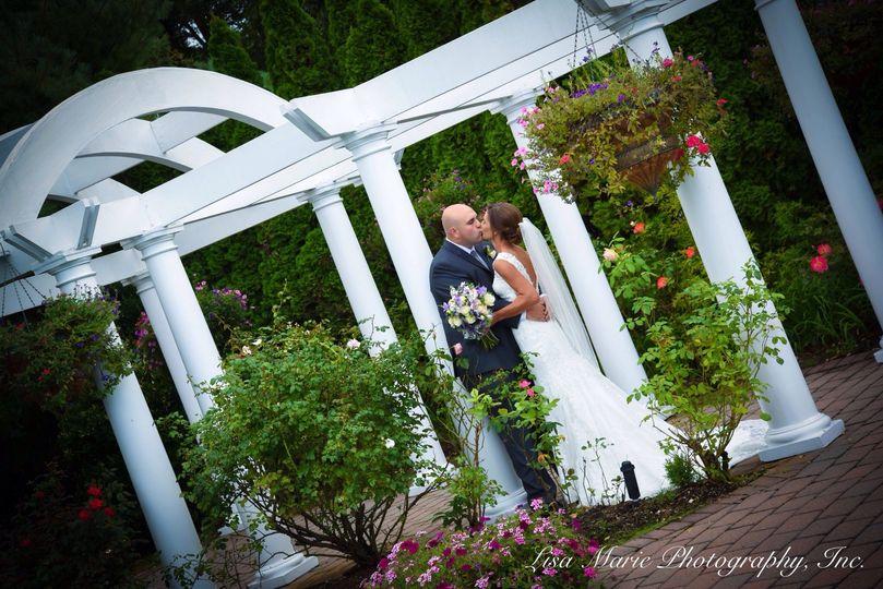 Newlyweds kiss - Lisa Marie Photography, Inc.