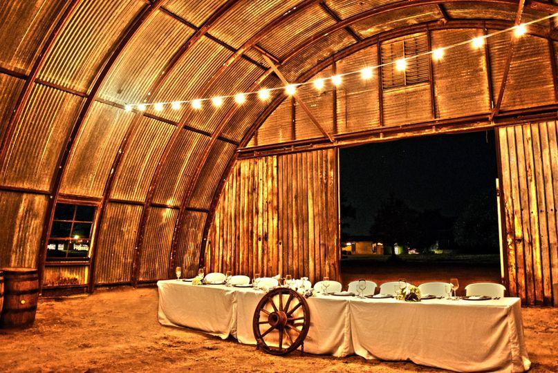 66e7c460b46d0ff6 1495900424798 hangar wedding table