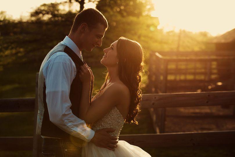 weston red barn farm missouri wedding photographer