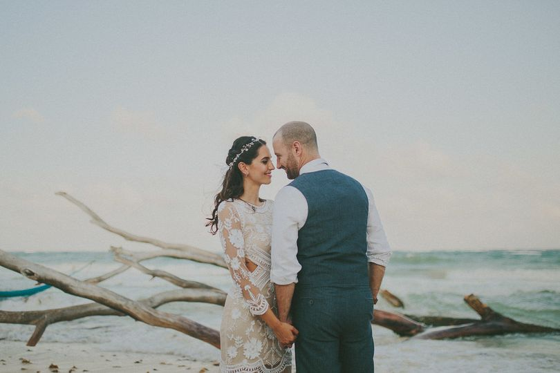 828326ab613c8e9b Iheart Wedding WIre 1