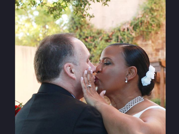 Tmx 1515193061 73e2426126c685f0 1515193060 97648bb8bcea0ef7 1515193058892 3 Terri Patrck Kiss Irving, TX wedding videography