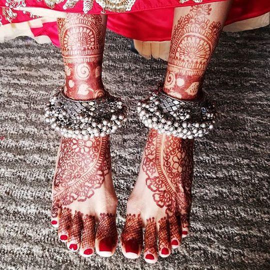 Red feet design